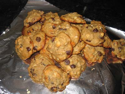 Banana Chocolate Chip Macadamia Cookies