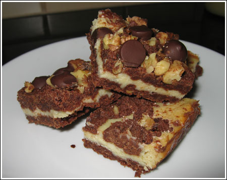 Cocoa Cheesecake Streusel Bars