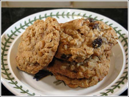 Easy and Good Oatmeal Raisin Cookies
