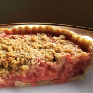 Strawberry Rhubarb Pie With Streusel